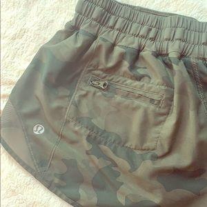 👟👟👟 Lululemon Camo Running Shorts